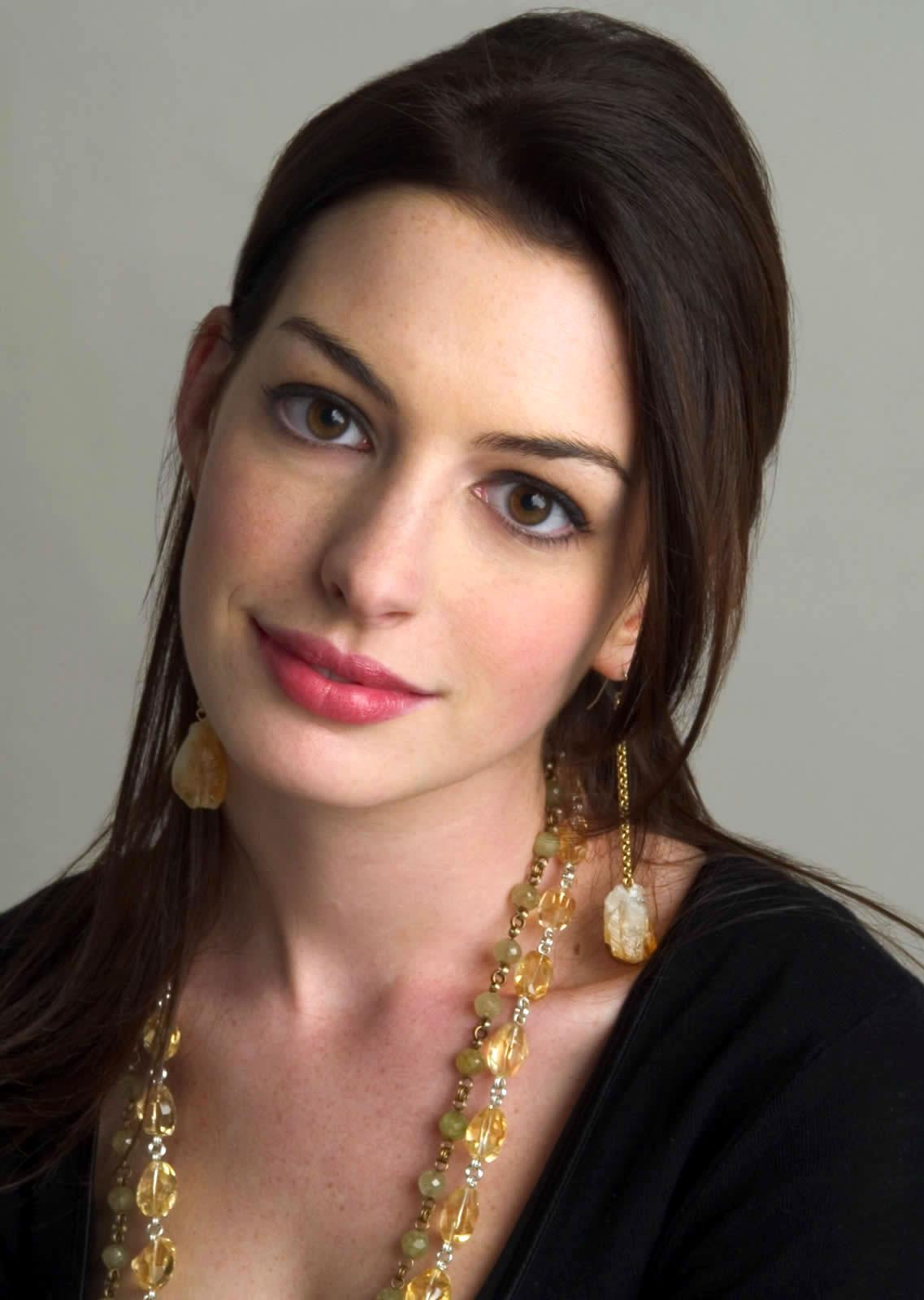 Anne-Hathaway-anne-hathaway-548747_1137_1600
